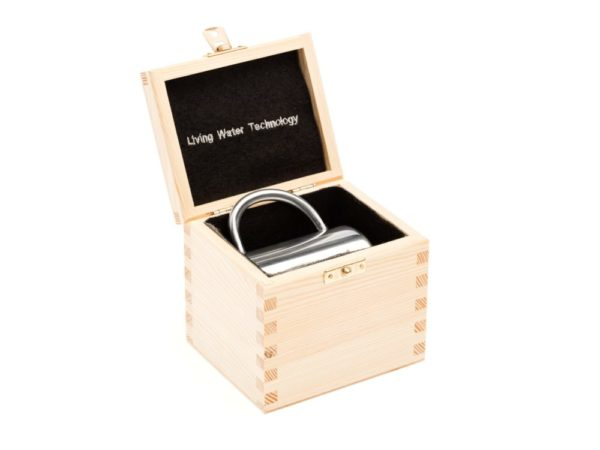 Aktywny kubek w drewnianym pudełku