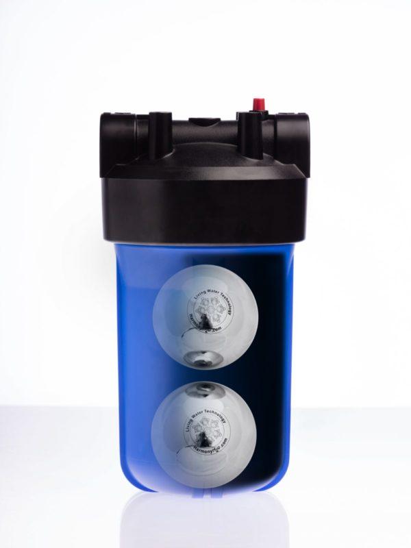 Przekrój filtra z aktywnymi kulami w środku